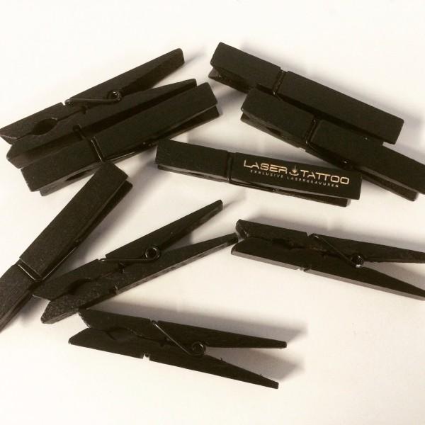 Holz Waescheklammer schwarz mit Gravur