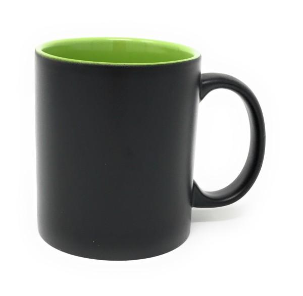 Keramik Tasse matt schwarz - grüne Gravur